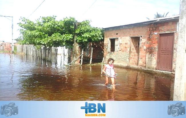 Bairros São Benedito e Bom Jardim sofrem com as grandes chuvas que caem em Belmonte.
