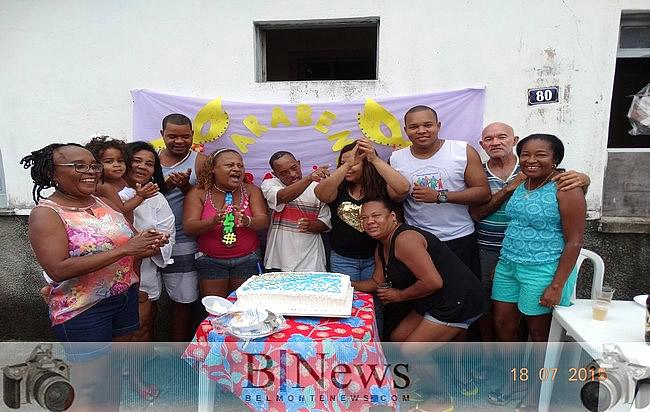 Familiares e amigos se juntam para comemorar o aniversário do grande Bahia.