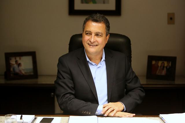 Governador da Bahia diz que estado bateu recordes de aposentadorias.
