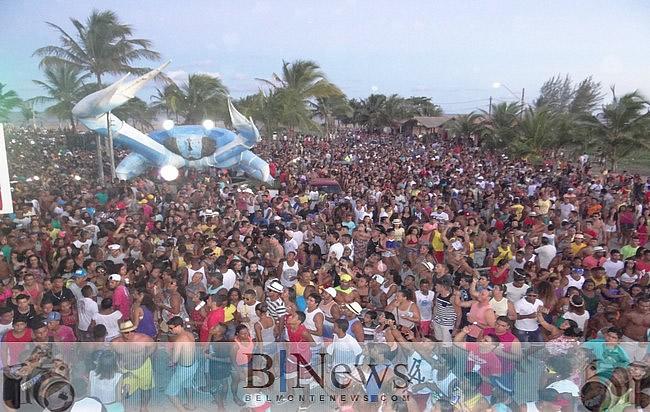 Mega arrastão com É o Than marca o domingo de carnaval em Belmonte.