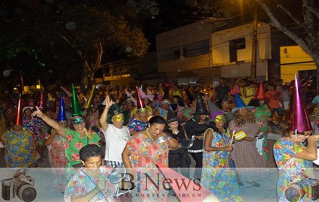 Blocos da Saúde e Zé Pereira agitam a véspera de carnaval em Belmonte.