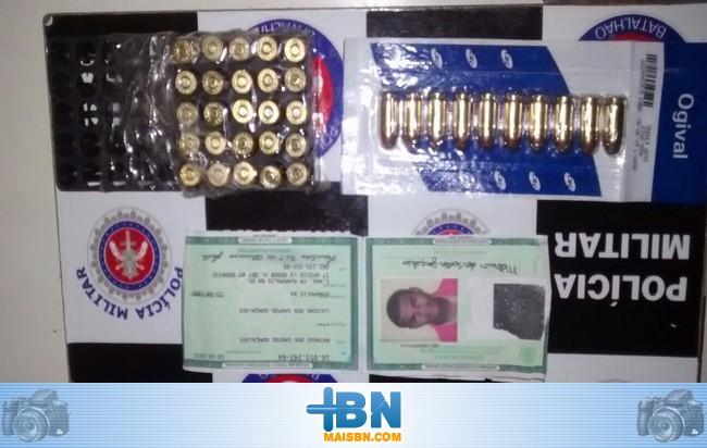 Policiais Militar de Barrolândia prende jovem com 35 munições de arma de fogo.