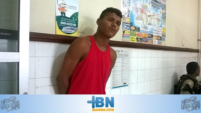 Homem é preso depois de furtar bolsa dentro de uma igreja evangélica em Belmonte.