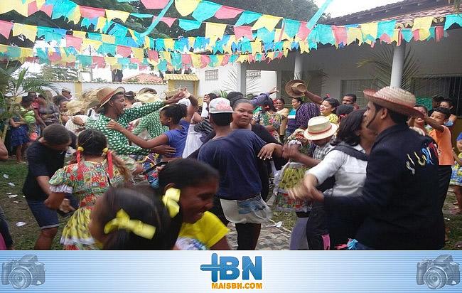 Forró do CRAS agita São João em Belmonte com muita animação e alegria.