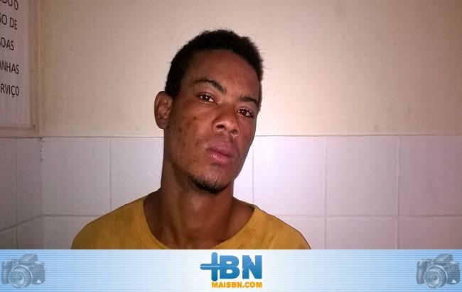 Policiais Militares de Belmonte prendem acusado de cometer vários furtos na cidade.