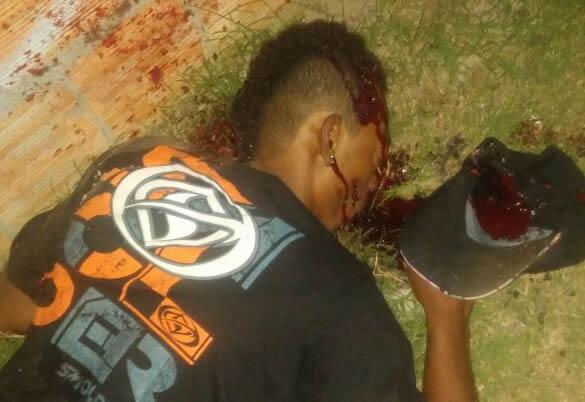 Carro Branco com 05 elementos armados atiram e matam jovem de 21 anos em Belmonte.