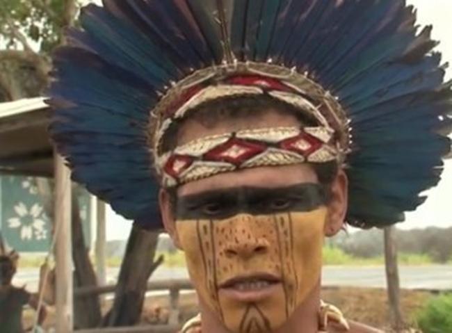 Indios Araticum Pataxó acampam à beira da BA-001 depois de serem expulsos por uma reintegração de posse.