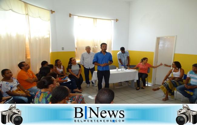 Secretário de Educação, Paulo Carvalho e o Prefeito Janival, se reúne com diretores escolares
