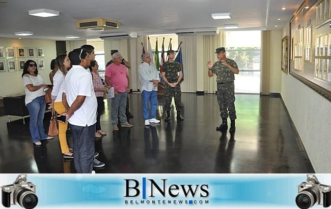 Prefeito Janival Borges e equipe visitam Colégio Militar em busca de novos métodos de ensino.