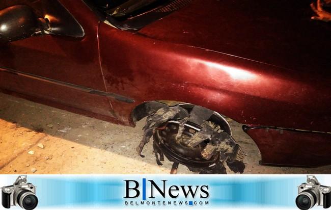 O carro, durante a fuga, teve dois pneus furados ao cair em buracos na estrada.