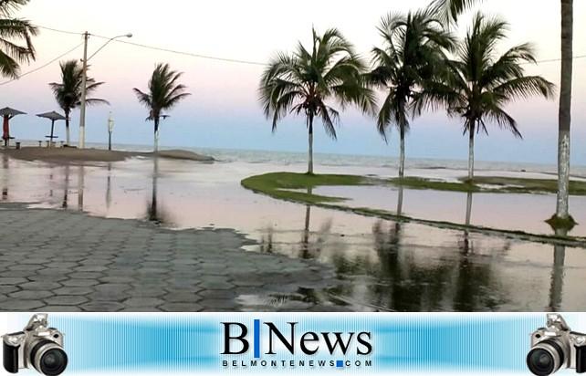 Embasa interrompe fornecimento de água para reparar tubulação danificada pelas ondas do mar.