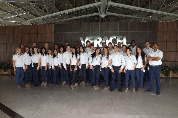 Jovens aprendizes concluem formação e qualificação profissional na Veracel Celulose.
