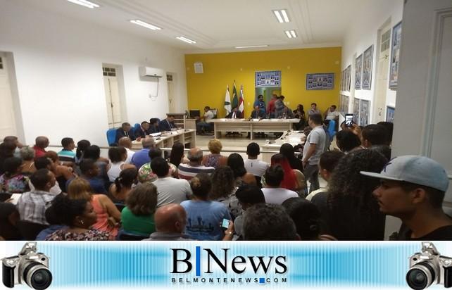 Muito tumulto marca a votação do orçamento para 2018 da Prefeitura de Belmonte.