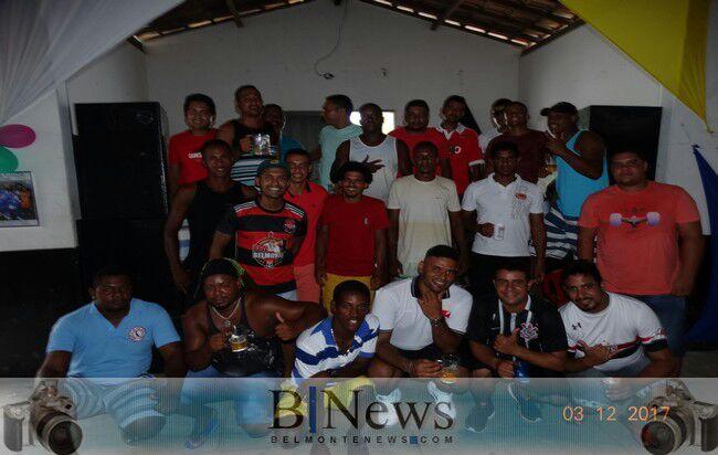 Confraternização animada marca os 14 anos do Baba dos Amigos da Ponta de Areia.