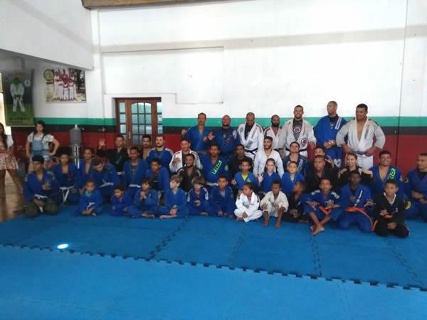Academia Ao Combate realiza exame de troca de faixas em Belmonte.