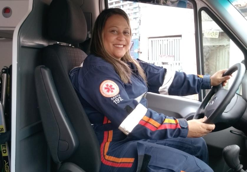 Enfermeira belmontense se torna a primeira condutora mulher do SAMU no Extremo Sul da Bahia.