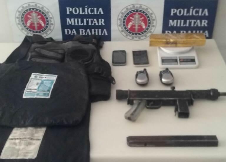 Ação policial conjunta prende criminosos e uma submetralhadora em Porto Seguro.