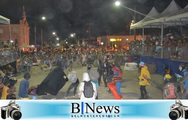 Grande público comparece para assistir a primeira noite do 2º Festival de Boi Duros de Belmonte.