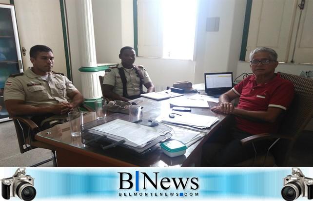 Prefeito Janival se reúne com comandantes da PM para tratar da segurança pública em Belmonte.