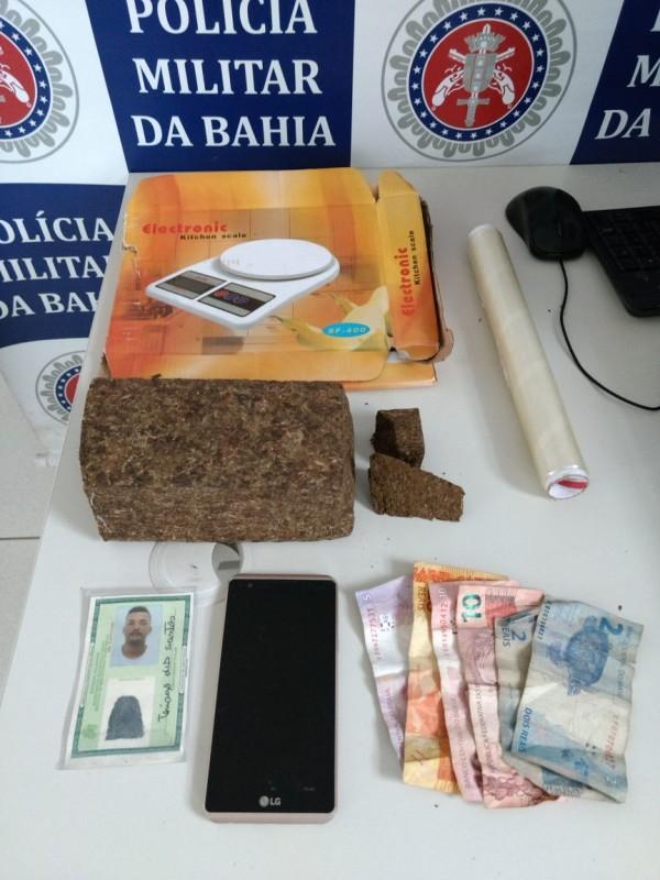 Polícia Militar prende mais um elemento a serviço do tráfico de drogas em Porto Seguro.